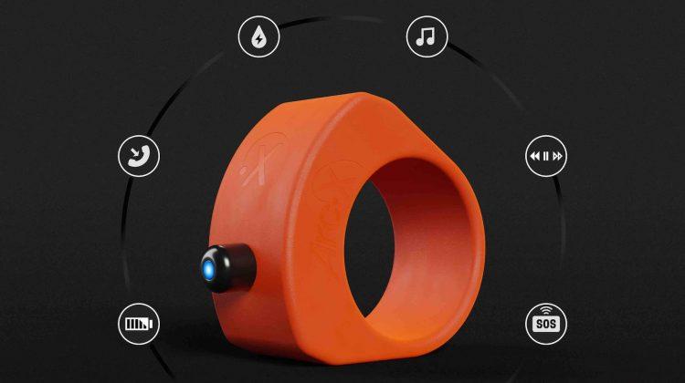 Doar 36€! Gadget pentru pasionaţii de fitness: cum poţi controla smartphone-ul de la distanţă, chiar şi purtând mănuşi