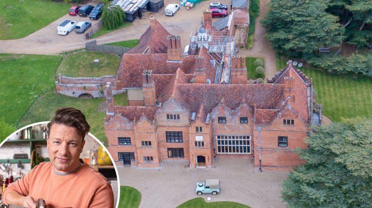 (FOTO) Jamie Oliver vrea să facă renovări în casa sa de 6 milioane de lire sterline. Cum arată înainte de reparație