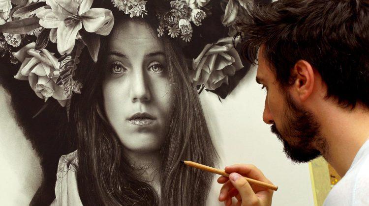 Între artă și realitate: Un artist italian creează picturi hiper-realiste folosind doar grafit și cărbune!