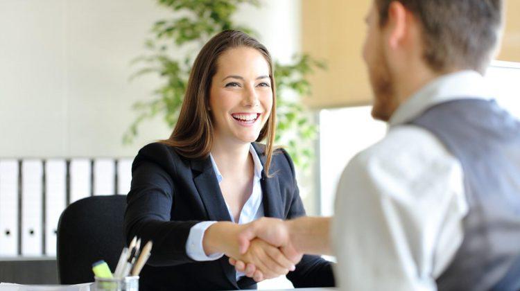 10 întrebări la un interviu de angajare și răspunsuri menite să impresioneze. Fii pregătit pentru job-ul de vis