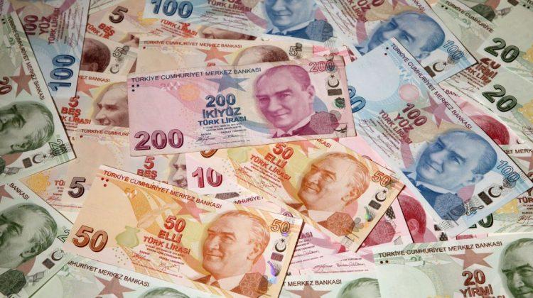 Lira turcească atinge un nou minim istoric. Inflaţia, de trei ori peste ținta băncii centrale