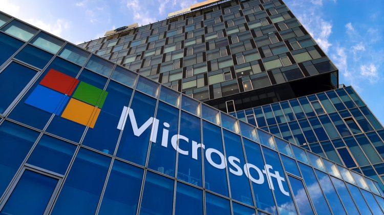 Moment istoric pentru Microsoft: compania s-a apropiat și mai mult de Apple, cât valorează gigantul fondat de Gates