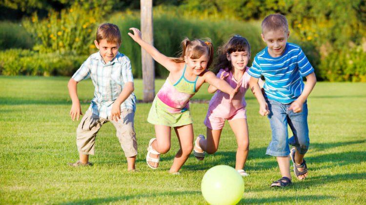 Jocurile copilăriei de ieri şi de azi: de la Gâștele și vânătorul, Elasticul, V-ați ascunselea la ecrane și competiții