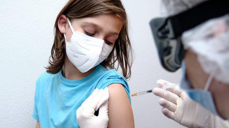 Pfizer începe să testeze vaccinul pentru copiii sub 12 ani. Doza va fi mai mică decât cea pentru adulți