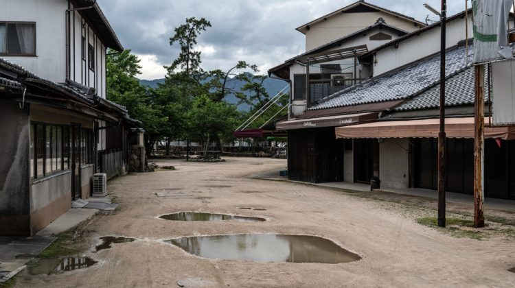 Unele regiuni din Japonia vând case cu doar 500 de dolari. Unele se dau și pe gratis