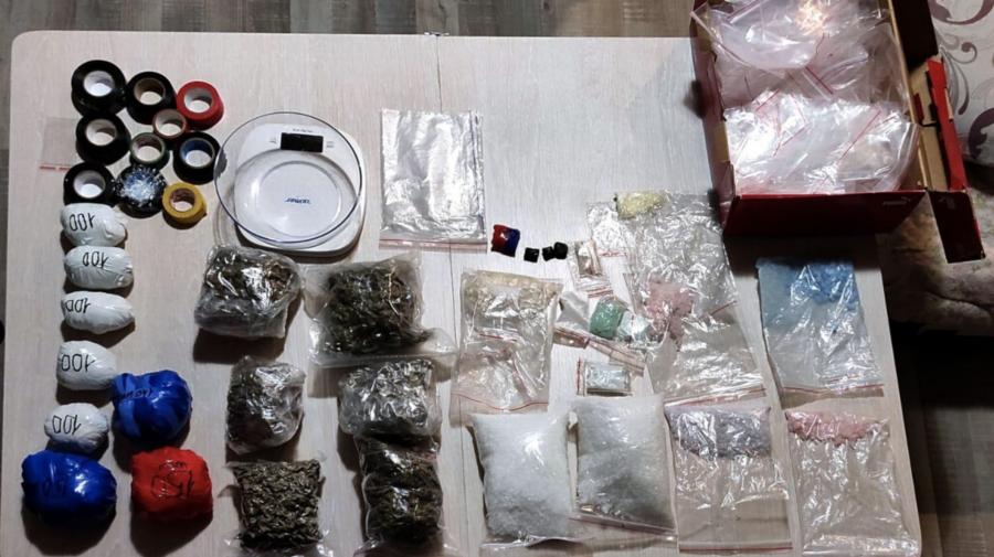 12 reținuți: PVP (соль), marijuana, Ecstasy, MDMA, amphetamină, cocaină, timbre LSD, etnobotanice de 6.000.000 lei