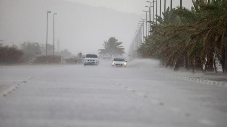 """Cum atrag ploile?! Emiratele Arabe Unite au """"însămânțat"""" norii pentru a domoli un val de căldură de 50 de grade Celsius"""