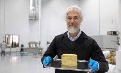 """Jeff Bezos și Bill Gates susțin producția de carne și lactate """"false"""". Cu ce este înlocuită"""