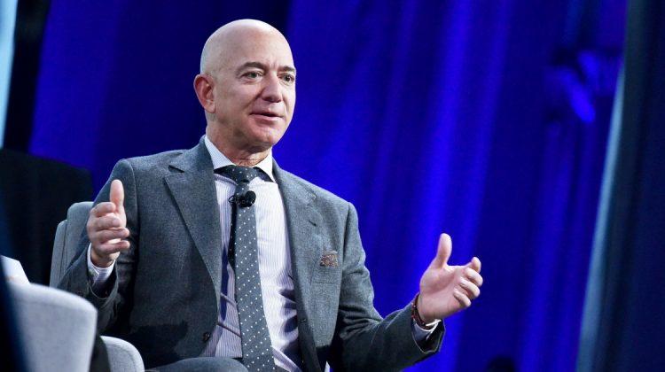 Cel mai bogat om din lume alege Grecia pentru a sărbători înainte de a zbura în spațiu. Cine l-a însoțit pe Jeff Bezos