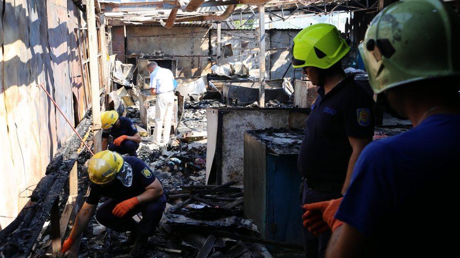 GALERIE FOTO: Peste 60 de gherete din piața din Rezina, mistuite de flăcări. Ce s-a întâmplat