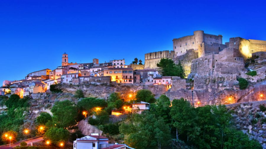 Aceste sate superbe din Italia vă vor da 33.000 $ pentru a vă muta acolo (FOTO)