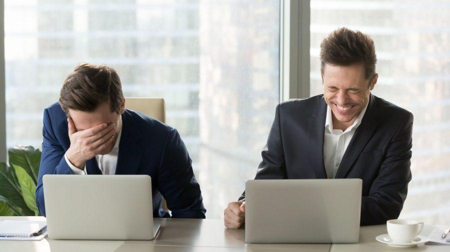 De ce râsul te poate face mai productiv la locul de muncă: este ca și cum a fi fericit generează mai mult timp
