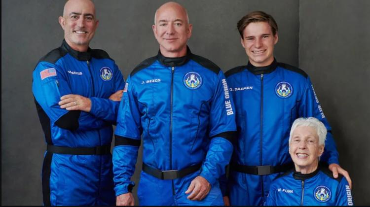 """(VIDEO) """"Moment istoric"""": Jeff Bezos ajunge în spațiu și s-a întors în siguranță pe Pământ în capsula Blue Origin"""