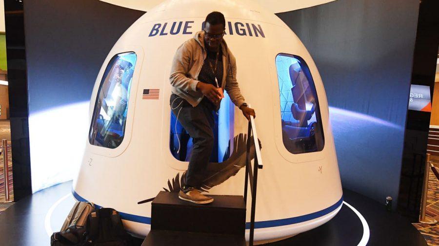 Compania lui Bezos a anunțat că vinde bilete pentru călătorii în spațiu. Peste 7000 de oameni s-au înscris la licitație