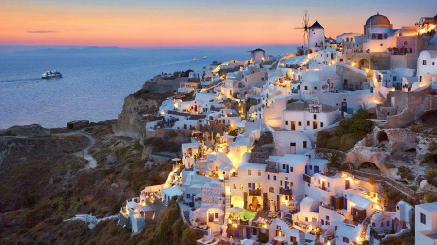 Situație tensionată în Grecia: Clienții care vor să intre în restaurante trebuie să prezinte dovada vaccinării sau test