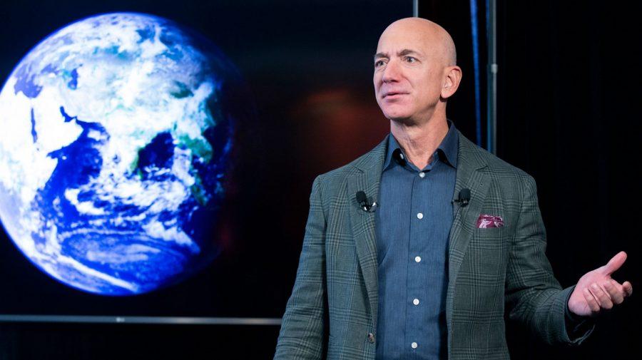 Cel mai bogat om al planetei zboară azi în Spațiu. Jeff Bezos va fi primul turist spațial care va depăși linia Karman