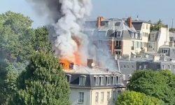 (VIDEO)Ambasada Italiei la Paris, în flăcări! Acoperișul clădirii s-a prăbușit, urmează evacuarea locuitorilor din zonă