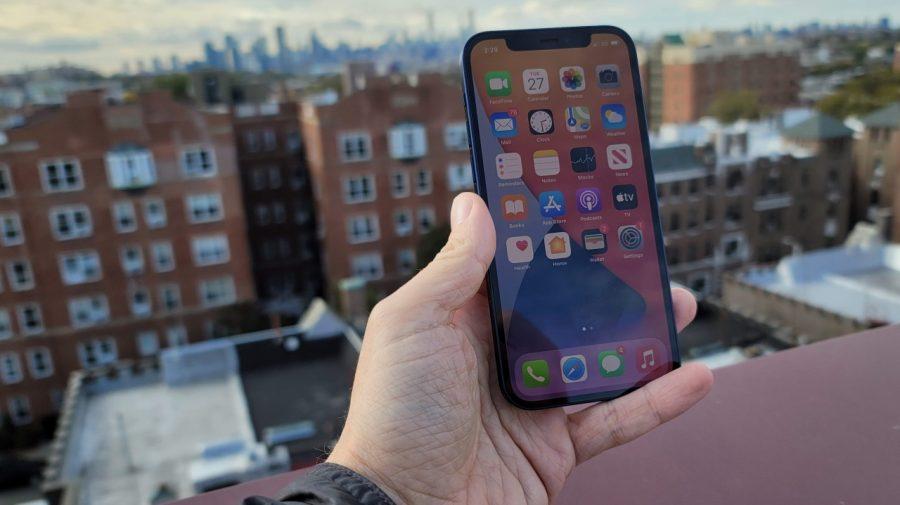 Cum a reușit Apple să vândă atât de multe iPhone 12? În doar 7 luni a ajuns la 100 de milioane de unități vândute