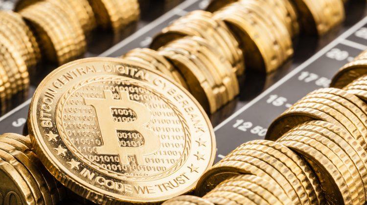 """Lac glaciar de 12000 de ani, transformat în """"cadă jacuzzi"""" pentru generarea de monede bitcoin"""