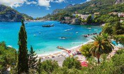 Lucruri care diferențiază turiștii de localnicii de pe o plajă din Grecia