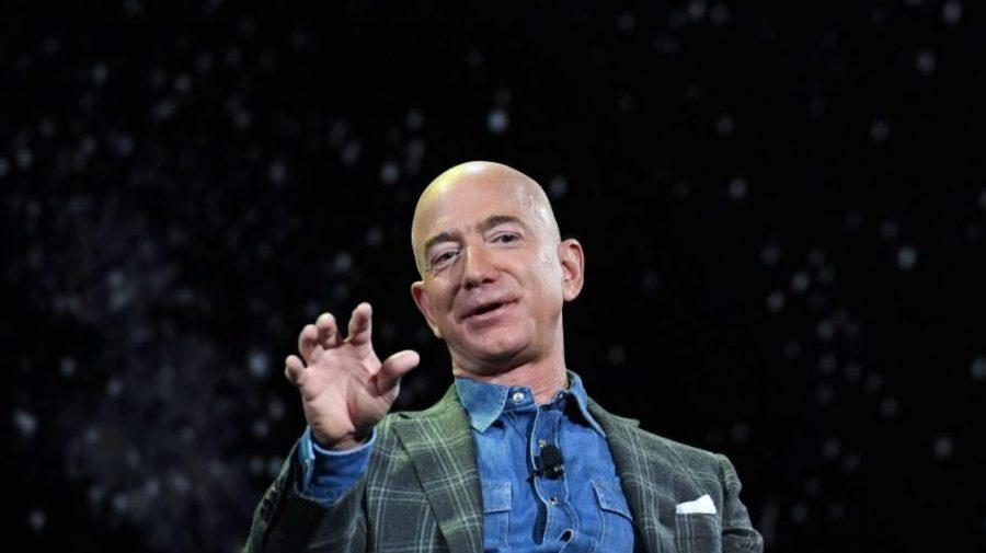 Zborul lui Richard Branson, ironizat de Jeff Bezos. Când va avea loc lansarea Blue Origin
