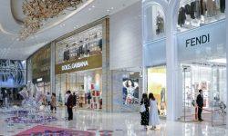 Motive pentru a investi în magazinele fizice de lux, cu toate că comerțul electronic a crescut