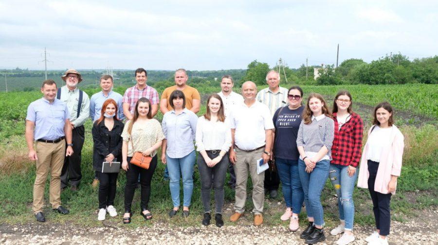 Instituția de învățământ care a inițiat un proiect unic pentru Moldova: livadă și viță-de-vie în circuit ecologic