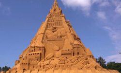 (VIDEO) A fost construit cel mai înalt castel de nisip din lume! Până când va fi deschis vizitatorilor