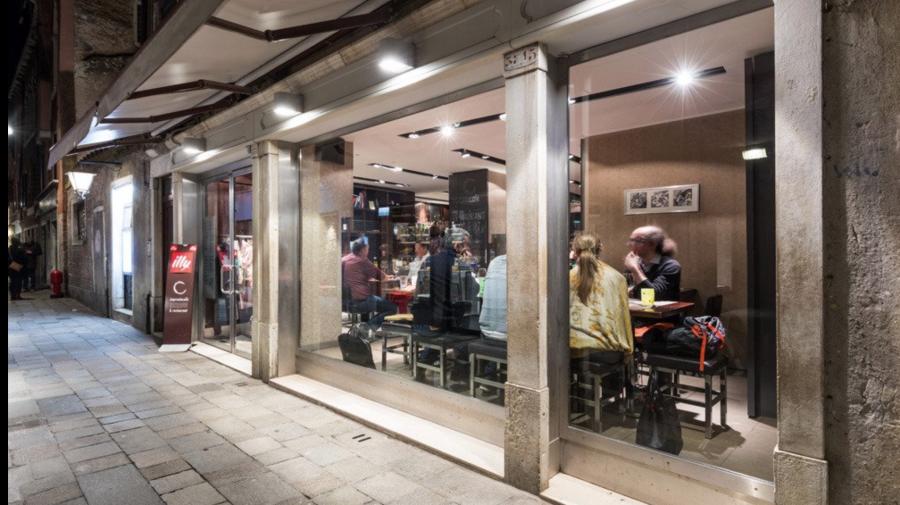 O moldoveancă a cumpărat un restaurant în Veneția. Acum e preferatul turiștilor și premiat de Trip Advisor (FOTO)