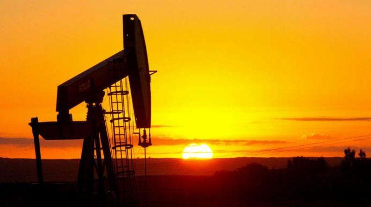 Cum au ajuns marile companii petroliere să vândă combustibil fosil care nu există