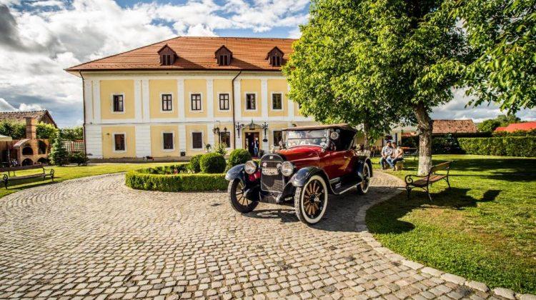 (FOTO) Castelul Haller din Transilvania – transformat în vinărie. De la o poza în ziar, la afacere de succes