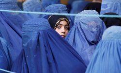 Talibanii le cer femeilor care muncesc să rămână acasă: Este o procedură temporară