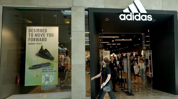 Tranzacție de miliarde de euro: Adidas va vinde Reebok! Obține cu un miliard mai puțin decât l-a cumpărat acum 15 ani