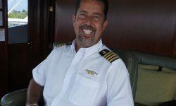 Sunt căpitanul unui iaht care costă 195.000 de dolari pe săptămână pentru o cursă. Fac mai mult decât să conduc nava