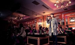 """Listă neagră a melodiilor de karaoke! China va interzice cântecele cu """"conţinut ilegal"""" în localuri"""