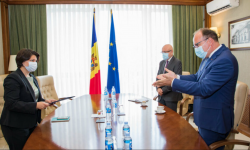 Ieri au discutat, azi s-au apucat de planificat. Gavrilița cu Ioniță, în ședință. Au decis luna ședinței comune MD-RO