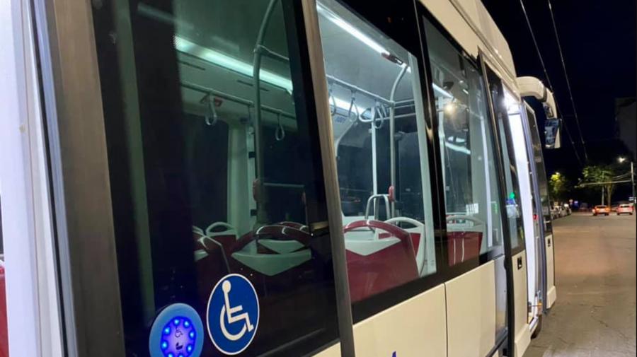 (FOTO) Un altfel de troleibuz la Chișinău! A fost adus din Italia și va circula pe ruta nr. 22