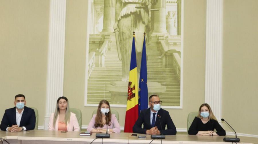 Litvinenco și-a prezentat echipa ministerială. Printre membrii cabinetului său – o jurnalistă
