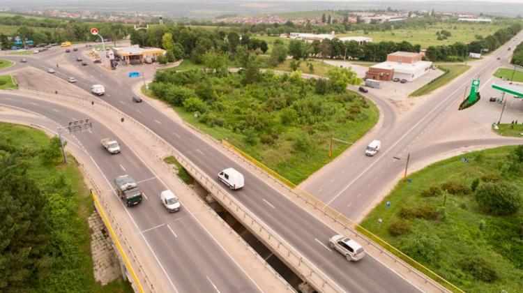 Prin cea mai mare intersecţie din Moldova trec zilnic 77 mii vehicule. Unde se află