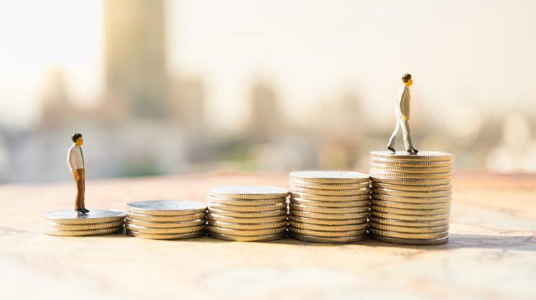 Șefii celor mai mari companii britanice câștigă de 86 de ori mai mult decât salariul mediu. Cine a obținut cel mai mult