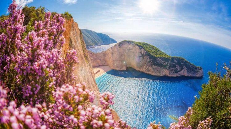 Patru turiști italieni au fost amendați cu câte 5.000 de euro pentru încălcarea carantinei în Grecia