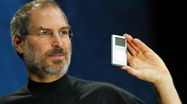 800.000 de dolari pentru un manual Apple semnat de Steve Jobs. Prin ce este atât de special