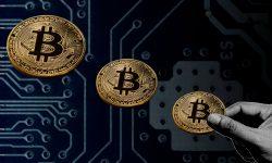 Volatilitatea violentă a bitcoinului i-ar putea trimite pe investitori înapoi la aur. Ce spun experții