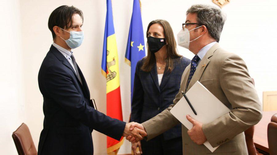 Ministrul Economiei a primit-o în vizită pe Laura Hruby, șef adjunct al Misiunii diplomatice a SUA