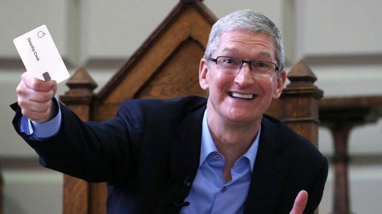 Cadou aniversar pe măsură: Directorul executiv al Apple, Tim Cook, primește un bonus de 750 milioane de dolari