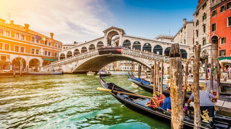 Veneția intenționează să impună o taxă de acces pentru turiști și vizite programate. Cât va costa