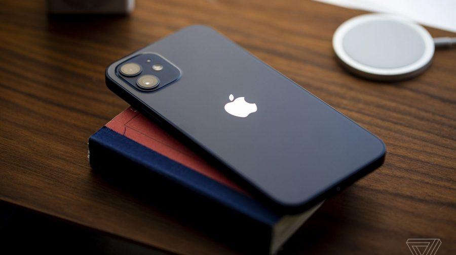 Preţul unui iPhone creşte de la an la an, în ciuda lipsei de inovaţie tehnologică. Cum obține profituri de miliarde
