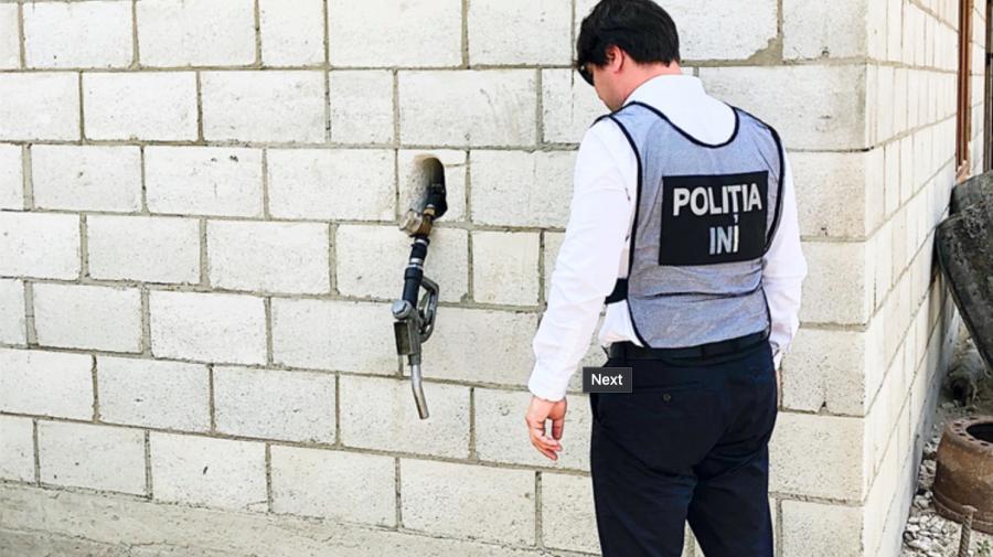 Doar în Moldova: Pompa din perete, la care poți alimenta doar prin recomandare, de la o benzinărie clandestină FOTO