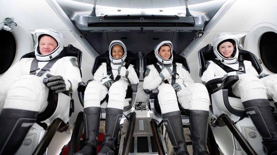 (VIDEO) Au înconjurat globul de peste 15 ori în fiecare zi. După 3 zile în spațiu, turiștii SpaceX au revenit pe Terra