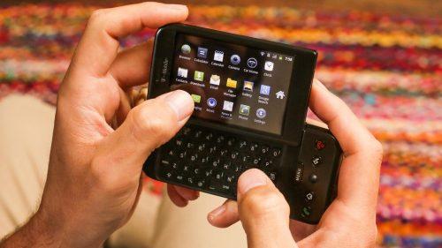 (FOTO) S-au împlinit 13 ani de la lansarea primului telefon cu Android: T-Mobile G1. Cum arăta